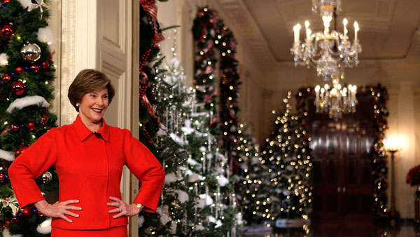 bush christmas hall White House Christmas Decorating Ideas