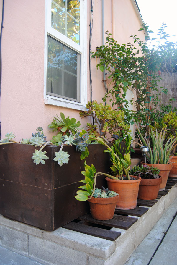 lowes planters Outdoor Living Made Easy with a Lowes Backyard Makeover