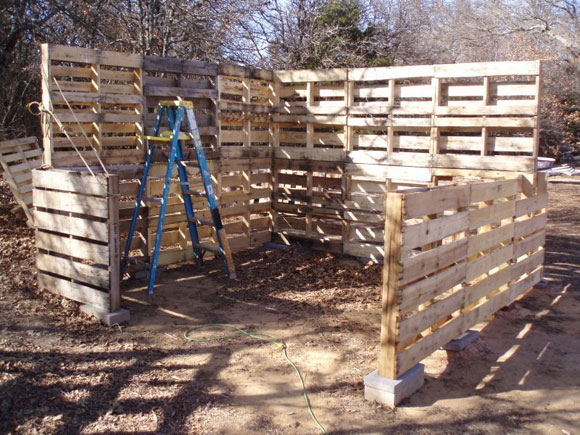 how to build a shed out of wood pallets | Quick ...