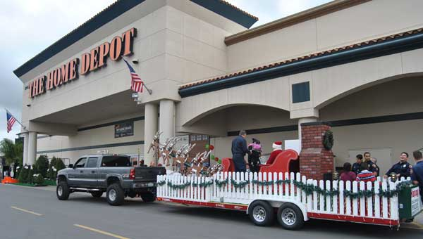 santa arrives homedepot Santa Arrives at The Home Depot with Kidde Smoke Alarms