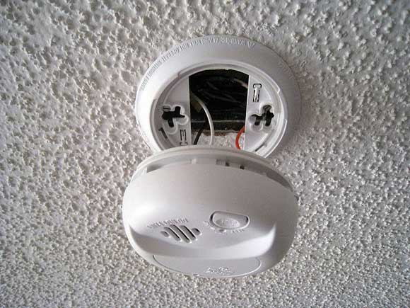 smoke detector battery Dont Forget Daylight Saving Time and Check Your Smoke Detector Battery