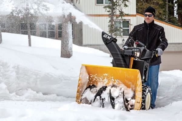 How to Choose a Snow Thrower: Single or Two Stage