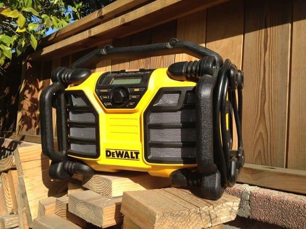 dewalt-dcr015-worksite-radio-wood