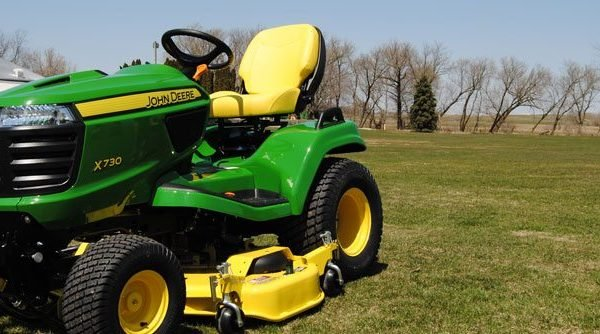 John Deere Riding Mower Test and Review