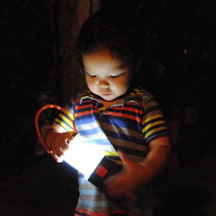 energizer-lantern-open