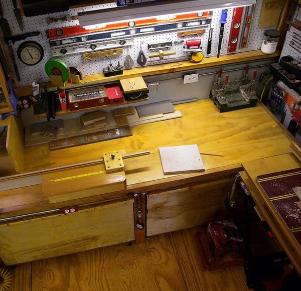 garage-worktable-clean