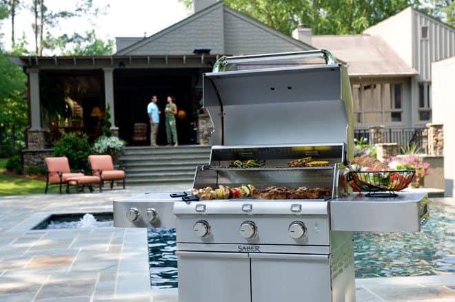 outdoor-kitchen-living
