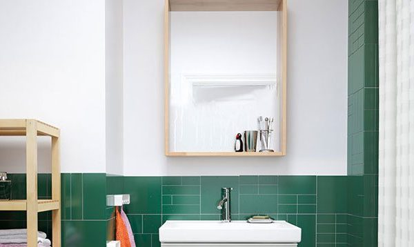 5 Tips for Living in a Small (Rental) Bathroom