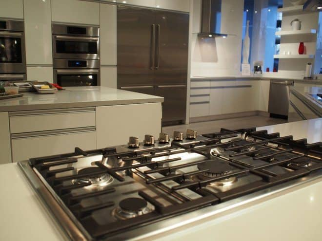 What\'s the Difference Between a Range, Stove and Cooktop?
