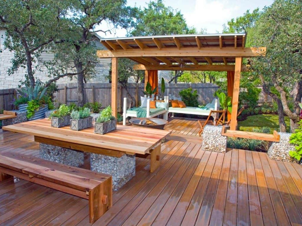 HGTVD111 deck pergola container gardens backyard.jpg.rend .hgtvcom.1280.960