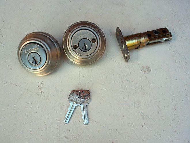 double-cylinder-lockset