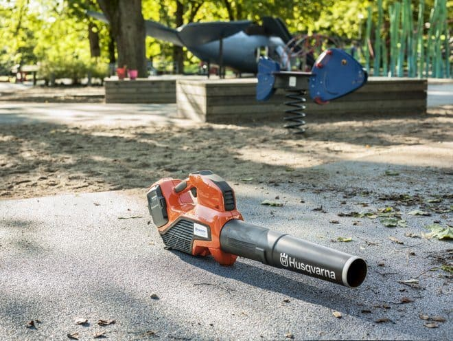 Husqvarna's professional battery blower - 536LiB