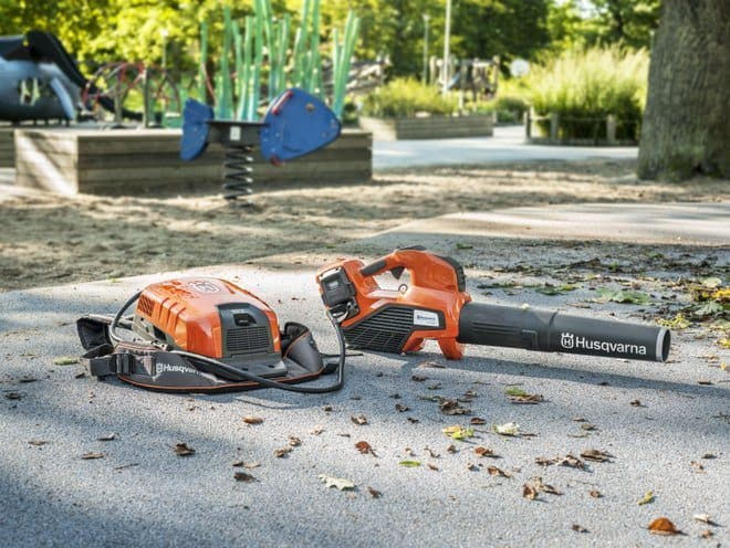 Husqvarna's professional battery blower - 536LiBX with backpack battery - BLi940X in a park