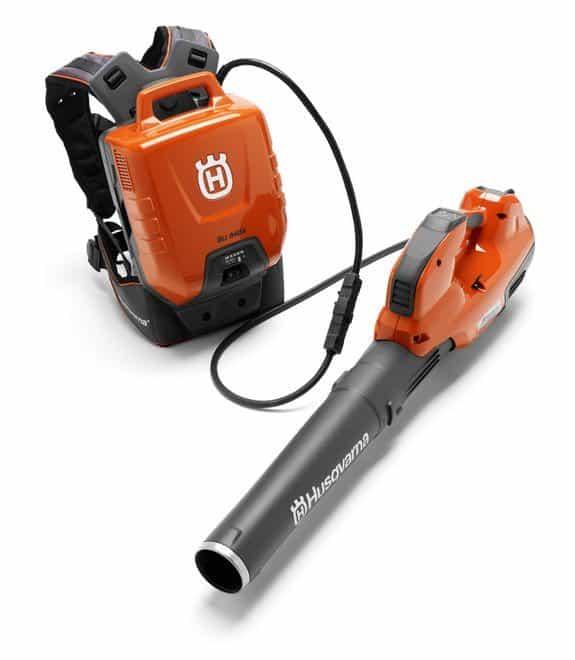 Husqvarnas professional battery blower 536LiBX with backpack battery BLi940X