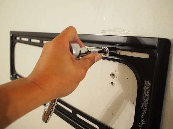 How To Mount A Curved Lcd Tv Securely To The Wall