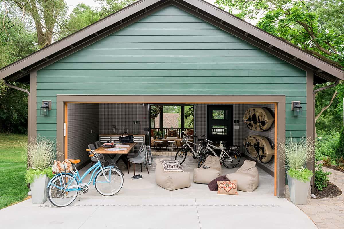 HGTV Urban Oasis 2016 garage and courtyard