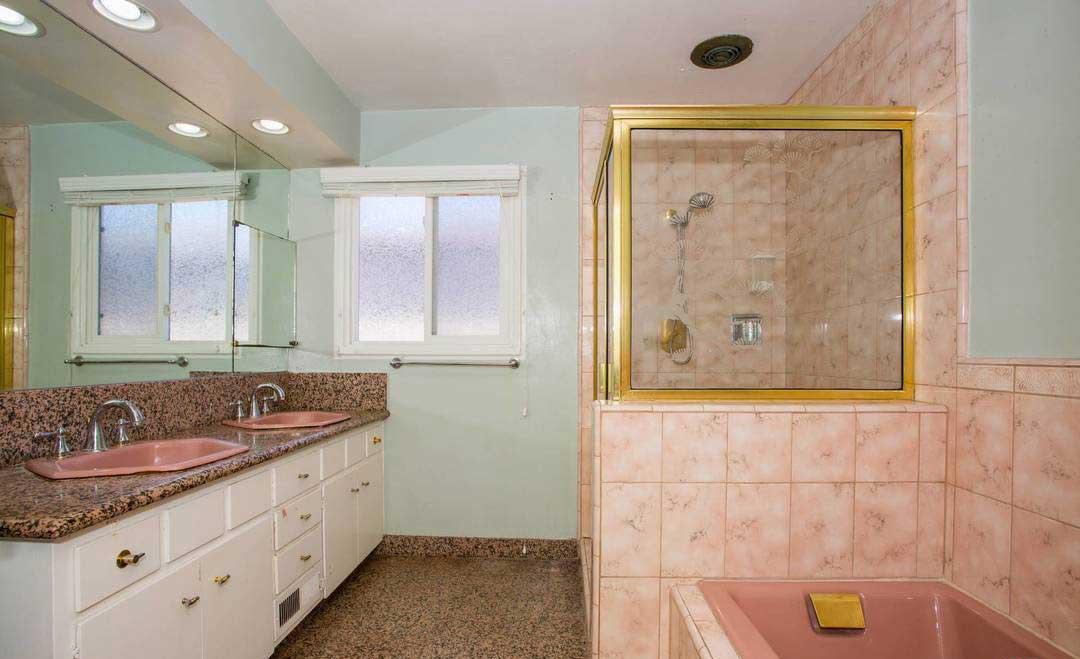 dahl house bathroom