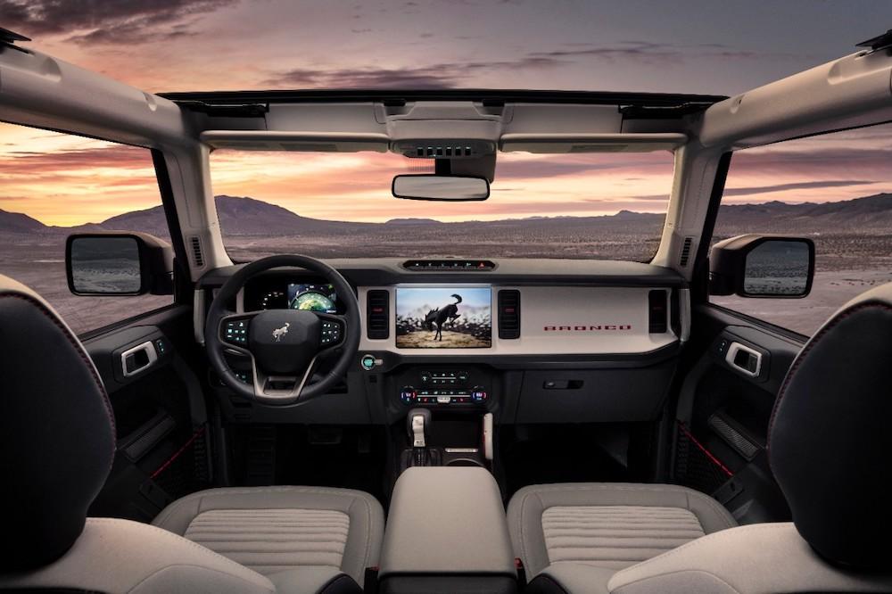 Bronco 4dr Interior 01