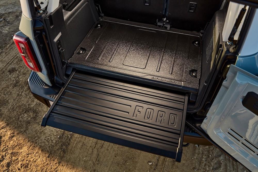 Bronco 4dr features 12