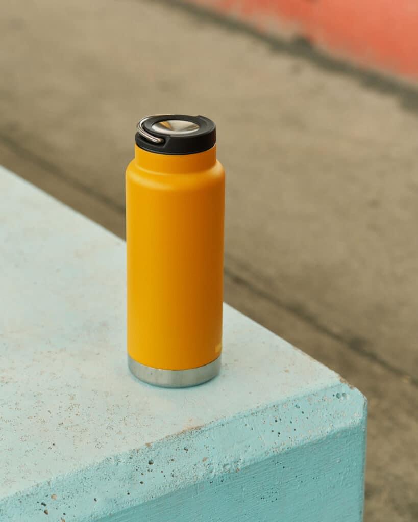 K32TKWCG MG T LOOP ATTICUS Staging of Bottle on Wall
