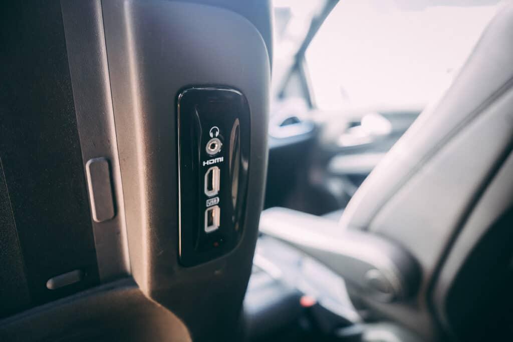 Chrysler Pacifica Photos Interior Exterior 34