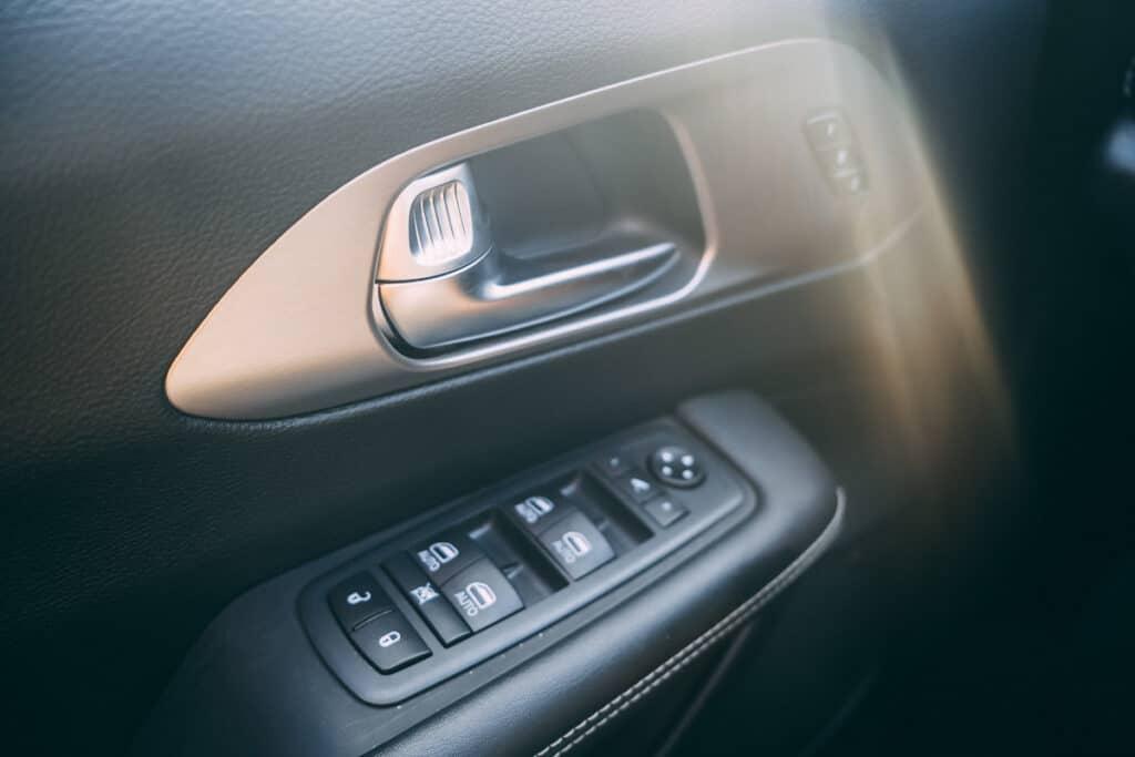 Chrysler Pacifica Photos Interior Exterior 44