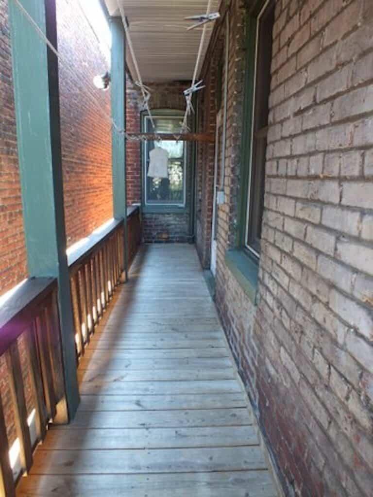 19 Upstairs deck before