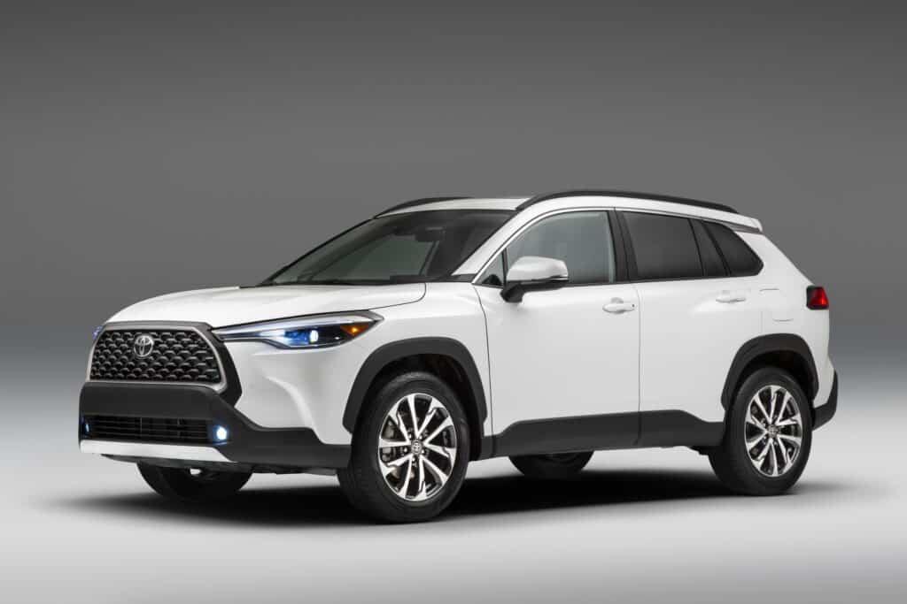 2022 Toyota Corolla Cross WindChillPearl 001 scaled 1