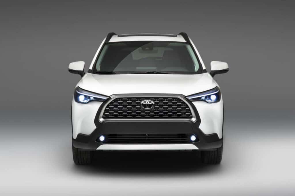 2022 Toyota Corolla Cross WindChillPearl 002 scaled 1