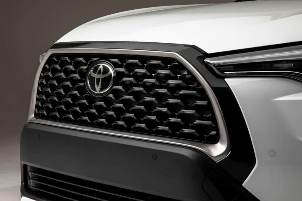 2022 Toyota Corolla Cross WindChillPearl 008 scaled 1
