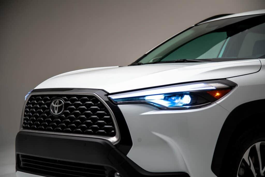 2022 Toyota Corolla Cross WindChillPearl 009 scaled 1