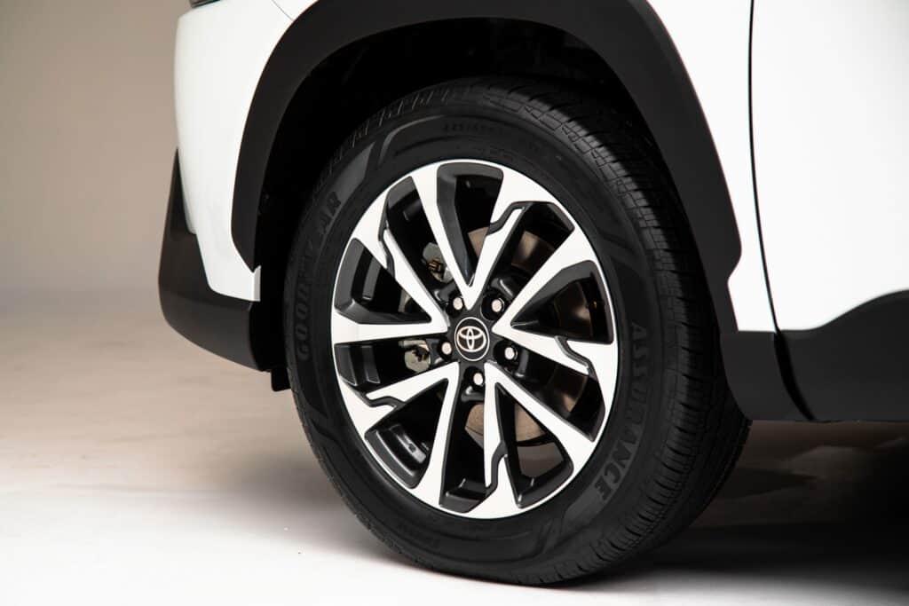 2022 Toyota Corolla Cross WindChillPearl 013 scaled 1